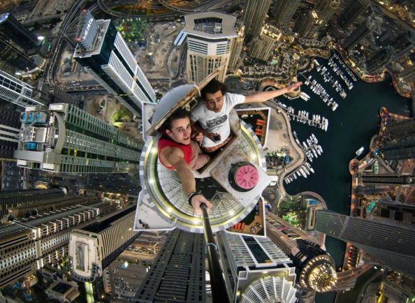 Dubai-Skyscraper-Rooftopping-Selfie